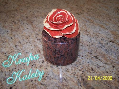 Granit z różą ceramiczną