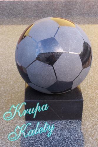 Piaskowana granitowa piłka nożna.