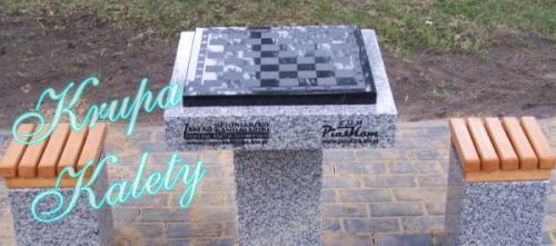 Piaskowana granitowa szachownica.